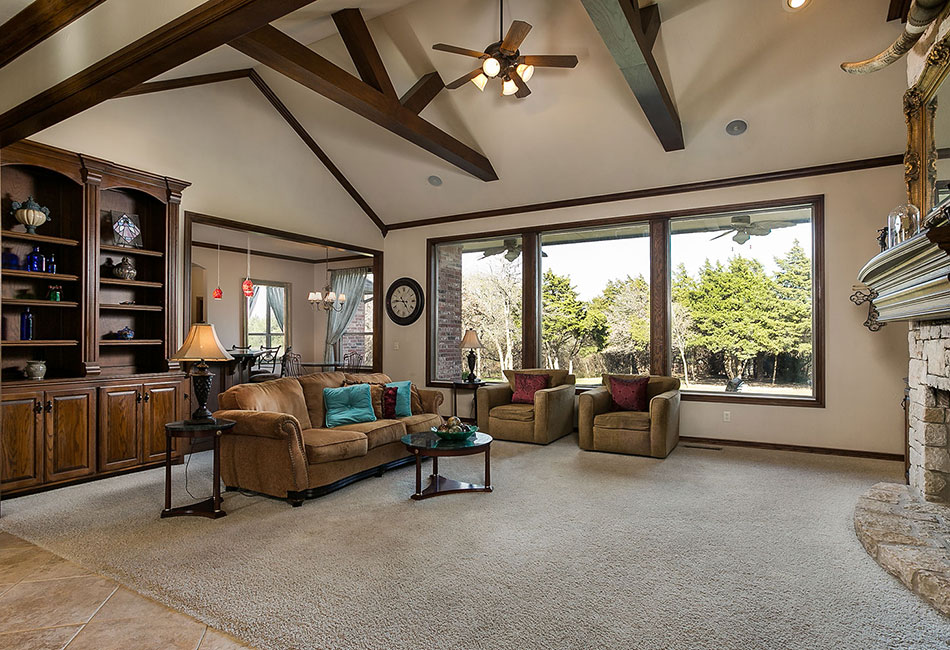 Edmond living room in Shadow Lake addition.